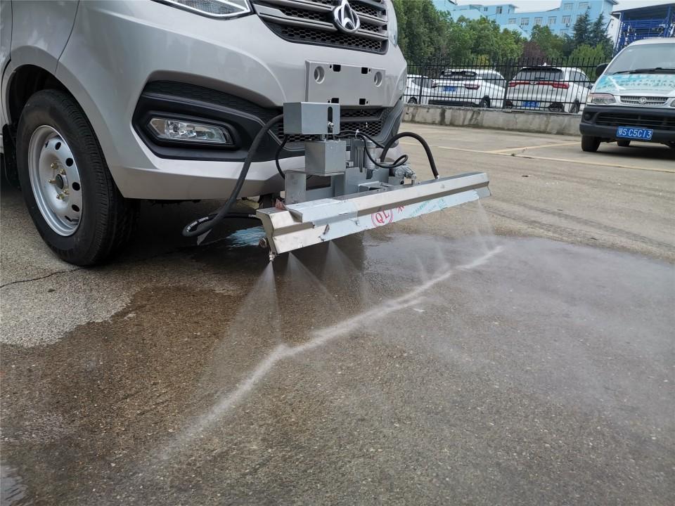国六长安人行道清洗车工作图片