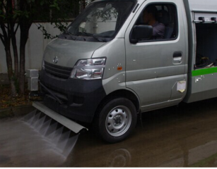 路面清洗车前冲工作图片
