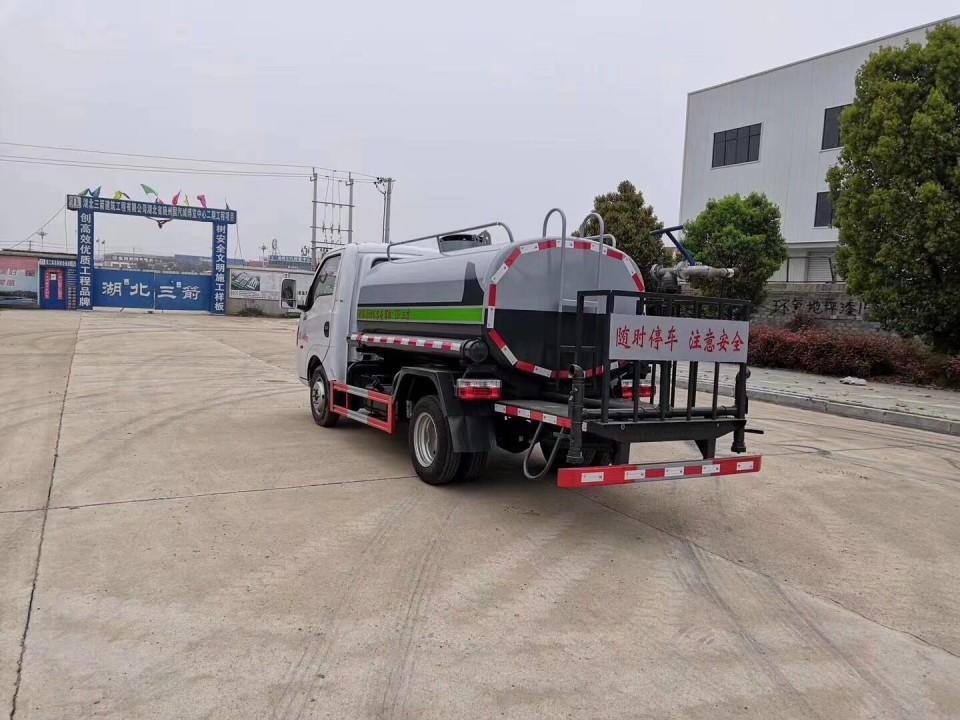 东风途逸3吨洒水车厂家