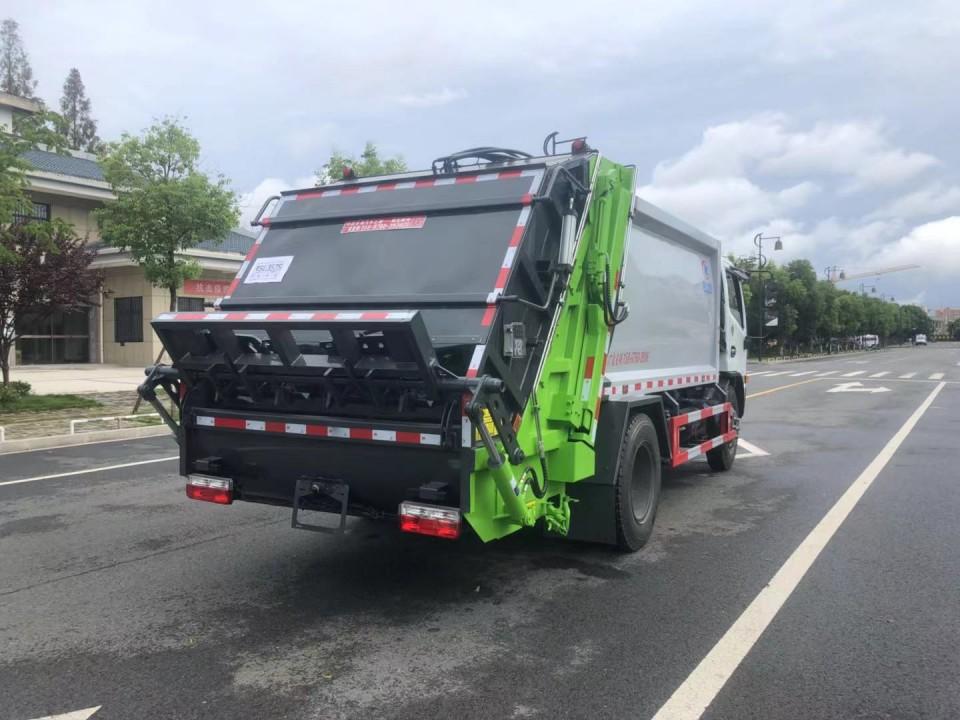 东风9吨压缩垃圾车厂家